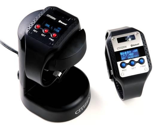 426144f061 携帯電話に搭載されているBluetoothのハンズフリー機能を利用して、携帯電話への通話着信を振動と光で通知する腕時計です。携帯電話のアドレス帳を転送することが可能  ...