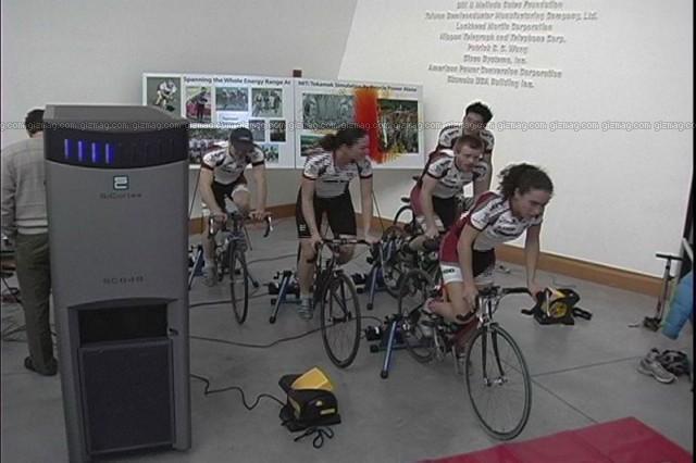 自転車の 発電 自転車 : ... を自転車で発電して動作させる