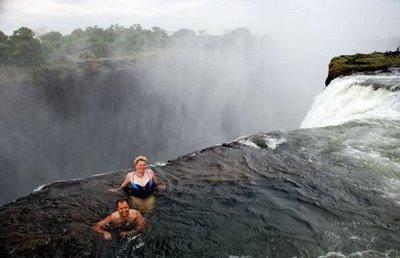 世界三大瀑布の一つヴィクトリア...