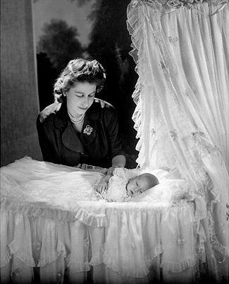 イギリス女王エリザベス2世のポートレート写真集 - GIGAZINE GIGAZINE ホーム