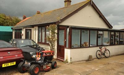 A seaside house with only one coin worth value - GIGAZINE
