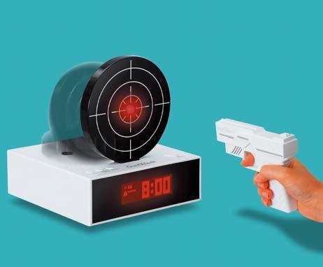 銃で的を撃って止める目覚まし時計「Gun O'clock(ガン オクロック)」 - GIGAZI