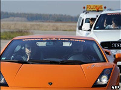 ベルギー人男性がランボルギーニ・ガヤルドに乗って盲目としての世界最高速を記録