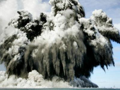 top 日本から1600kmの海底に太陽系最大の火山が発見される