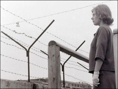 の 壁 なぜ ベルリン 崩壊