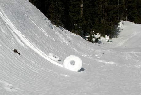 Science Behind The Amazing Winter Phenomena Known as 'SNOW ROLLERS' Snowroller05