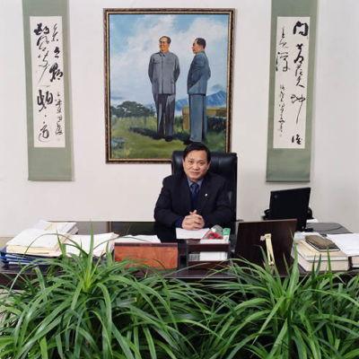 世界各地のお役所で働く公務員を撮影した写真「Bureaucratics」