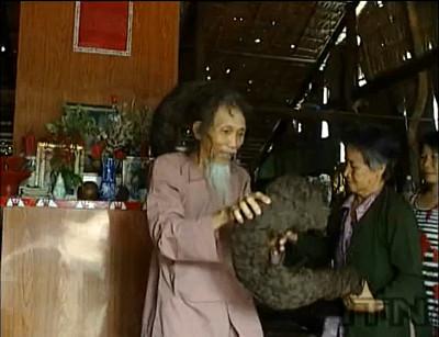 髪の毛の長さ6.8mという世界最長記録を保有していた男性・Tran Van Hayさんが亡くなる - GIGAZINE - photo #20