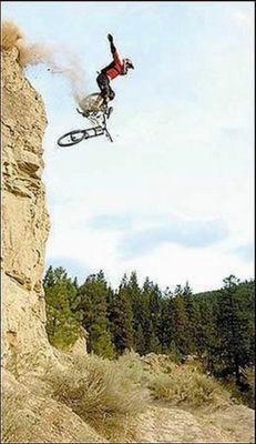 以下からほかの写真を見ること ... : 自転車レース 事故 車 : 自転車の