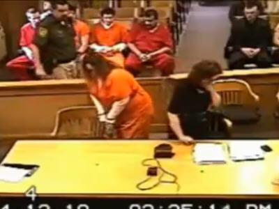 自分の胸を13歳の少年に触らせた女性が終身刑に - GIGAZINE