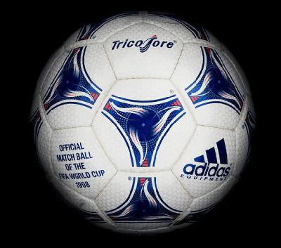 1930年のウルグアイ大会から2010年南アフリカ大会まで、FIFAワールドカップ歴代公式ボールを振り返る