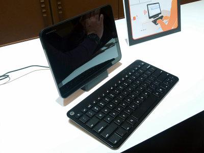 KDDI初のAndroid 3.0タブレット「MOTOROLA XOOM Wi-Fi TBi11M」超速攻フォトレビュー