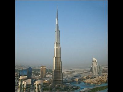 世界一の超高層ビル「ブルジュ・ハリファ」から男性が飛び降り自殺を図る