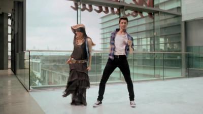 2人とももはや完全に現代のファッション。