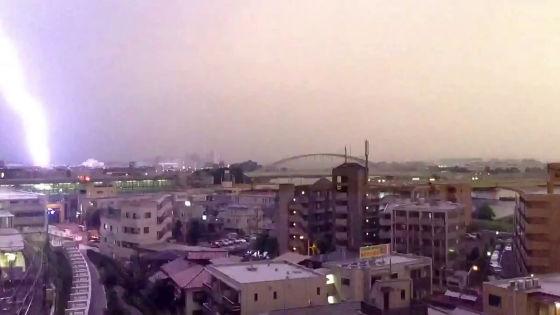 NAVER まとめ【衝撃映像】小田急線の電車に雷が落ちた!?【動画あり】