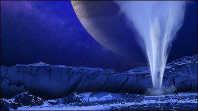 木星の衛星「エウロパ」の表面から水の噴出を観測、地球外生命体発見へ一歩前進