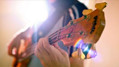 Googleがクリックするだけで音楽の歴史をジャンル別に表示できるサービス「Music Timeline」を公開
