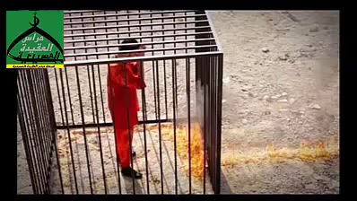 カサースベ中尉は檻の中に入れられています。そこに火をつけられる。 : ジャーナリスト・安田純平さ