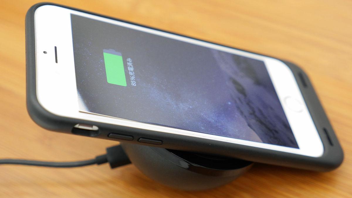 iphoneをポンと置くだけで充電可能な耐衝撃ケース「backbone wireless