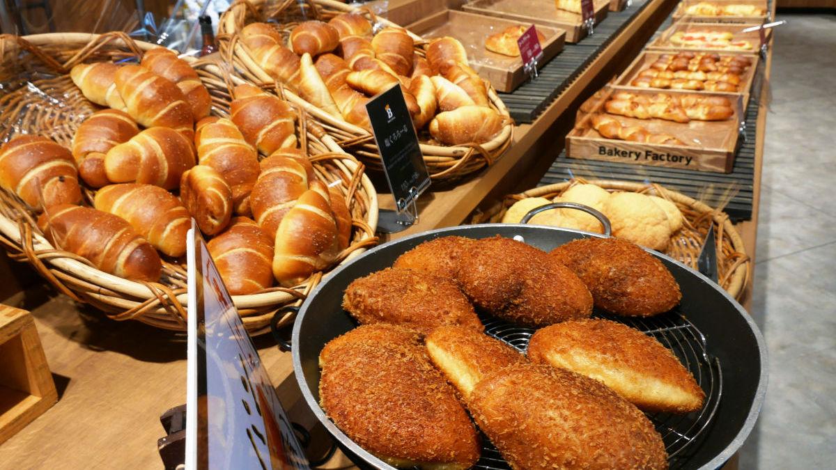 パンを一瞬でスキャンして爆速でレジ会計が終わるパン屋さん ...