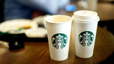 スターバックスで初めてコーヒーやフラペチーノを飲んでみた人はどんな反応をするのか?
