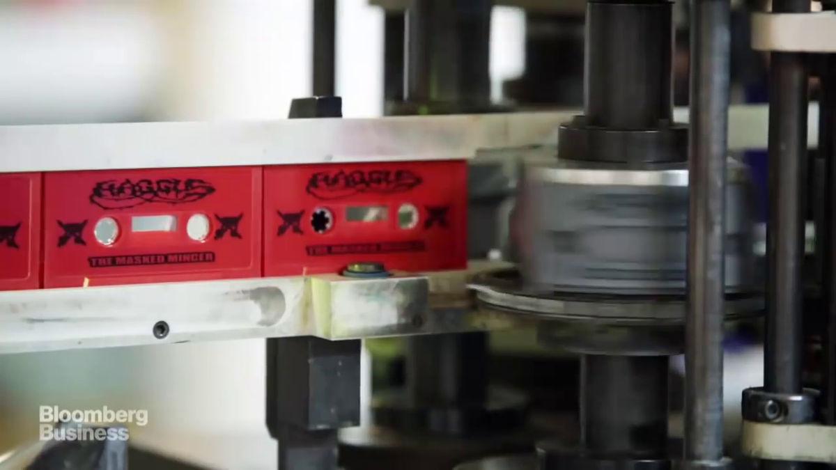 全米最後の「カセットテープ複製工場」で続けられる音楽カセットの製造風景