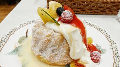 ドライフルーツを練り込んだフワフワのフランス伝統菓子「クグロフ」をプチプランス・クグロフで食べてみた - GIGAZINE