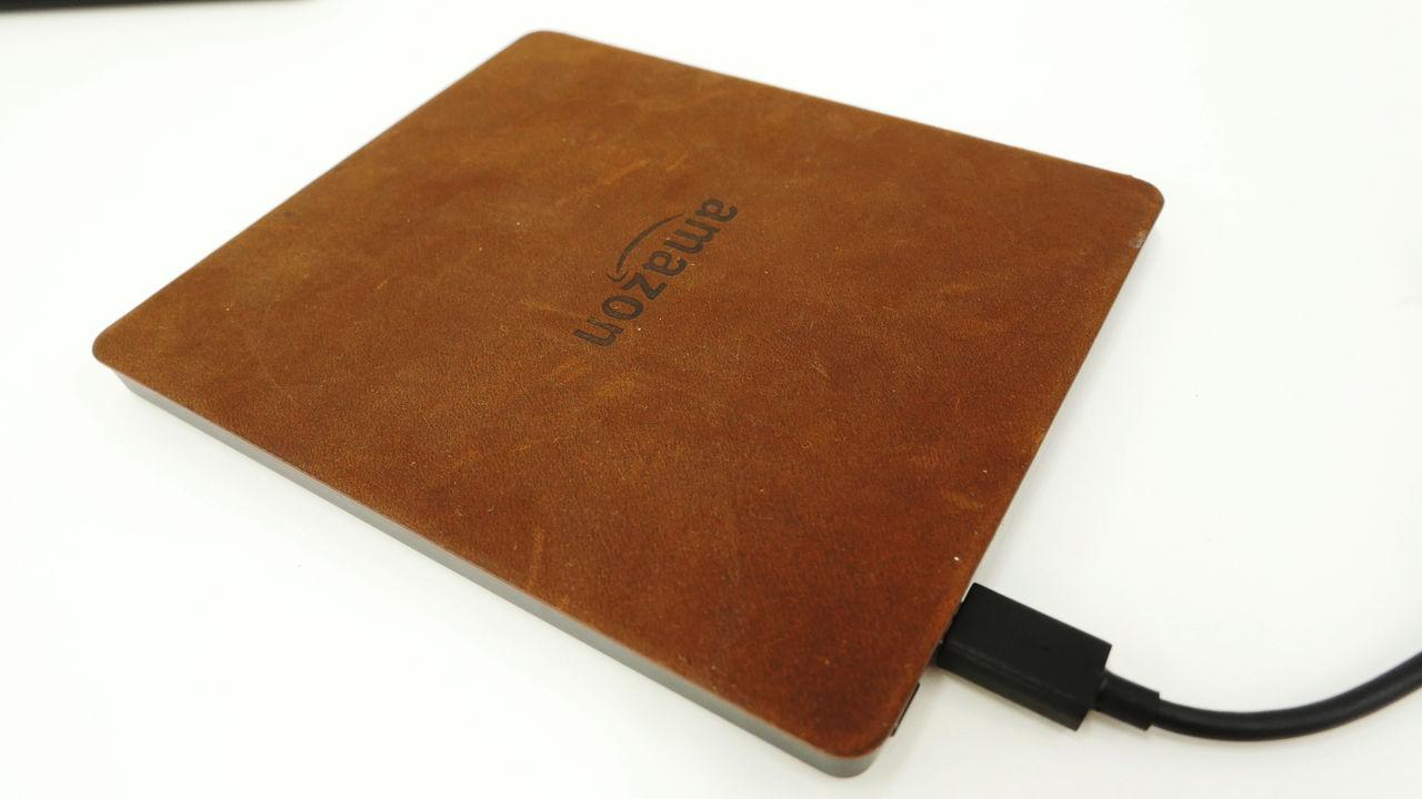 「物理ページめくりボタン」が秀逸な歴代最小・最軽量・バッテリー内蔵カバー付きの「Kindle Oasis」を使ってみた