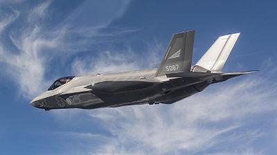米軍はF-35戦闘機を含む多くの軍...