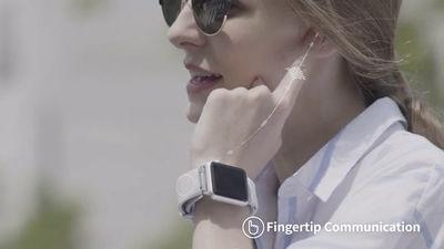 指を受話器にしてスマホの通話が可能になるスマートストラップ「Sgnl」