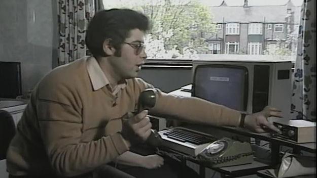 どうやって1984年に電子メールを...