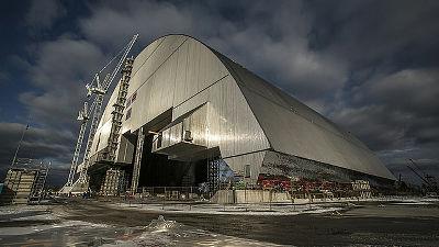 チェルノブイリ原発を「石棺」ごと巨大なシェルターでスッポリ覆う作業が開始、5日間かけて全体を移動