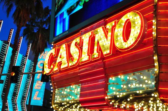 ギャンブル依存症が生まれる理由とは?カジノやメーカーの巧妙な戦略