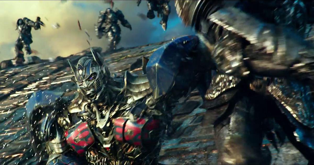 悪役ヅラのオプティマス・プライムが大暴れする「トランスフォーマー:最後の騎士王」予告編