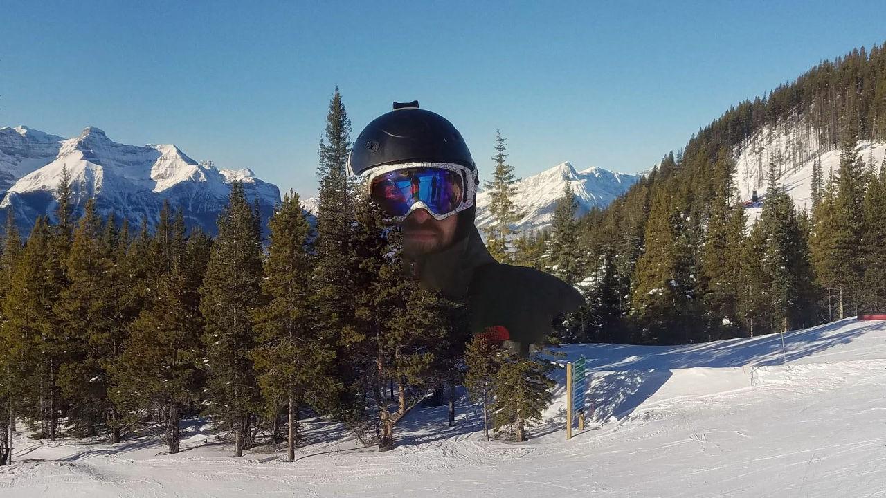 Google技術で自動作成された奇跡的な「雪山の巨人」画像に大反響