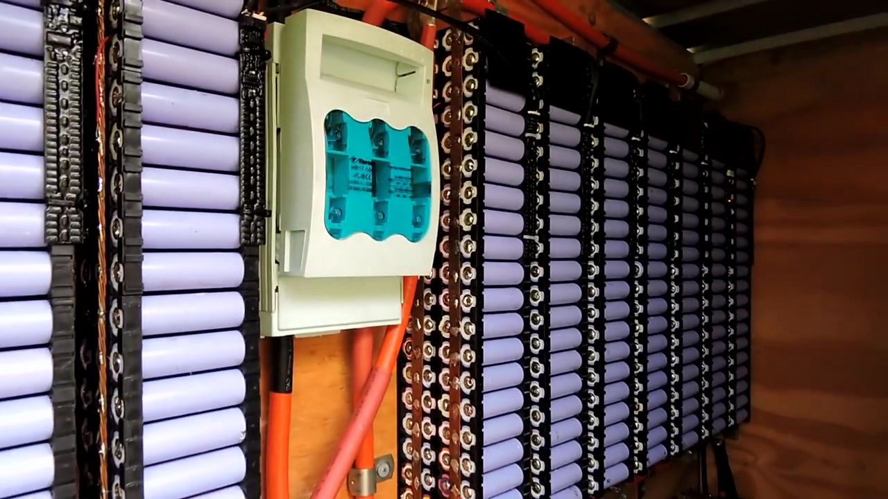 Solar Power Battery Bank >> 中古のノートPC用バッテリーを再利用して激安でテスラのPowerwallを超える性能の家庭用蓄電池を自作 - GIGAZINE