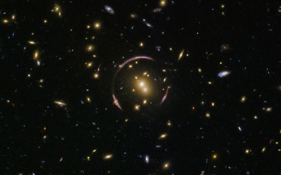 https://i.gzn.jp/img/2018/04/16/hubble-telescope-discovers-einstein-ring/01_m.jpg