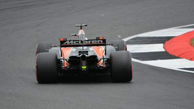 コーナーを最速で駆け抜けられるライン取りとは?