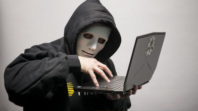 A high school student creates a fake site, steals the password of