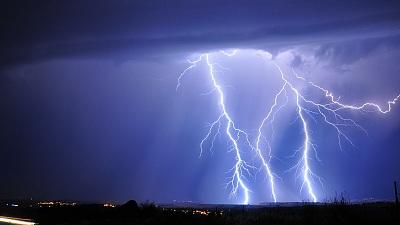 夢 れる に 雷 た 打
