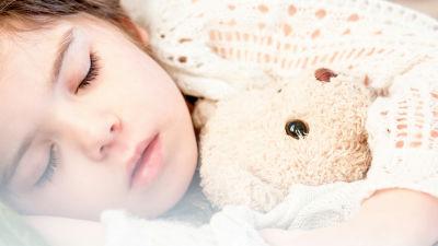 睡眠時間と幸福度を2年以上も自力でトラッキングした結果を分析してわかったこととは?