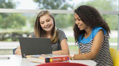 「世帯収入が1450万円までの低・中所得世帯の学生の授業料を免除する」という大規模な奨学金制度が発表される