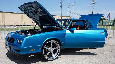 クルマの新車の匂いを太陽の熱で「焼く」ことで消滅させる特許をフォードが出願
