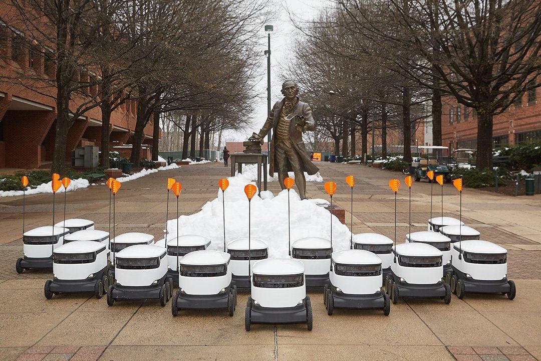 大学の学生・教職員にコーヒーやピザを届ける配達ロボットの運用がスタート、約9kgの荷物にまで対応