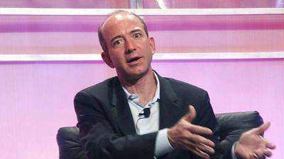 ジェフ・ベゾスCEOを脅迫した出版社は2200万円で不倫の証拠を買っ ...
