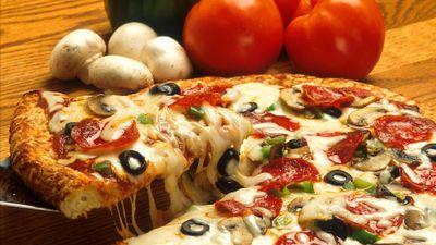 ウジ虫がどのようにして効率的にピザを食べるのかを研究者が流体力学的に解明