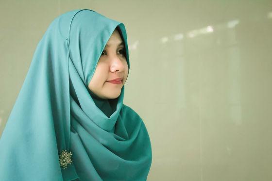 https://i.gzn.jp/img/2019/03/14/iranian-hijab-women-right/gorgeous-3290374.jpg