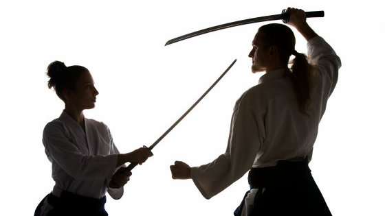 "Photo of A man who proposes to fight custody with a "" due with a Japanese sword '' appears"