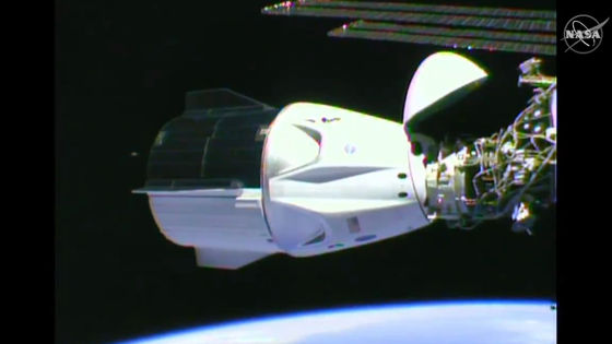 """Photo of SpaceX's """"Crew Dragon"""", the first manned spaceship in a private company, successfully docked on the ISS"""