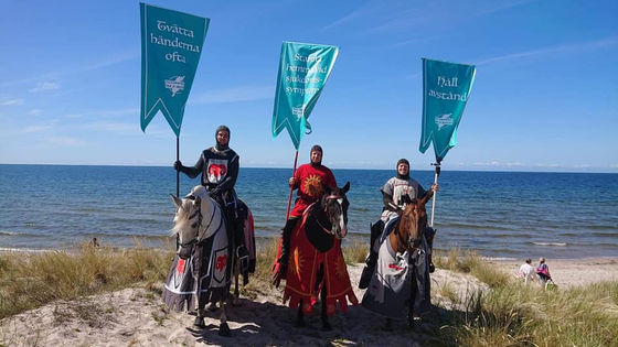 "Photo of ""COVID Knights"" to fight the new Corona is formed in Sweden, the mission is to straddle horses and walk around tourist destinations to call for corona prevention"